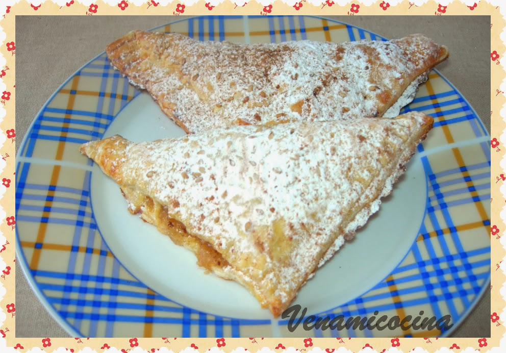 Triángulos de hojaldre y manzana