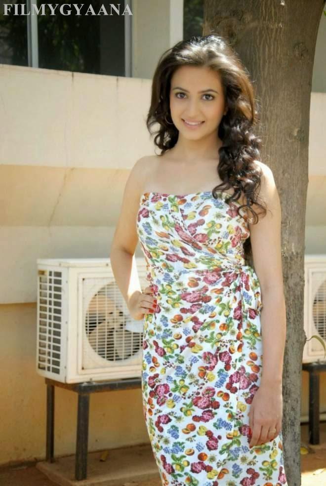 Kriti Kharbanda Latest Hot Thigh Show Photos