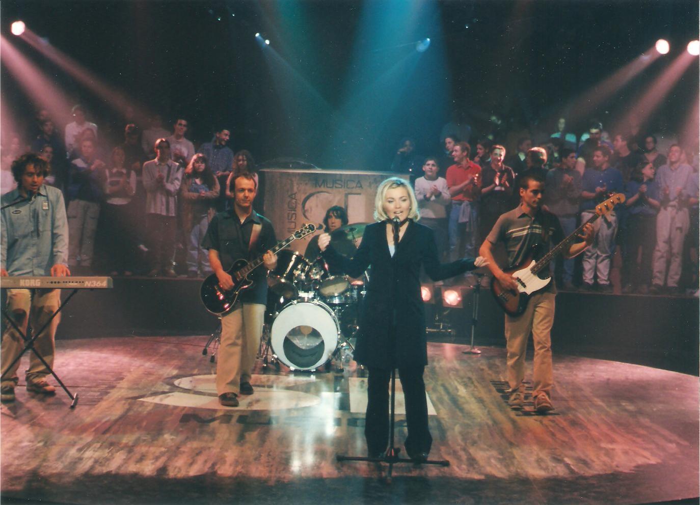 http://2.bp.blogspot.com/-GVUXzb1aaWs/Ty5iBHm1afI/AAAAAAAAGJg/lriI4xJCPrA/s1600/musicasi.laoreja.1999.jpg