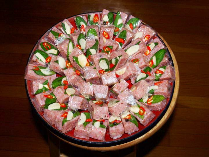 Nem chua - Vietnamese fermented pork roll