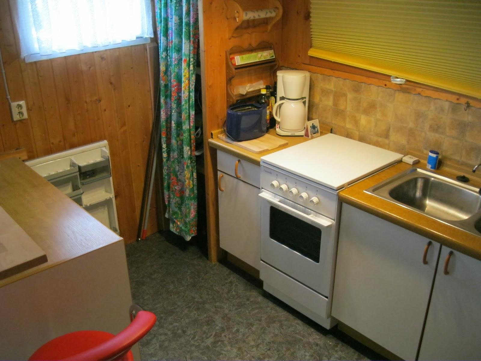 feststehender wohnwagen mit vorbau kompl k che und bar in der schw bischen alb ebay. Black Bedroom Furniture Sets. Home Design Ideas