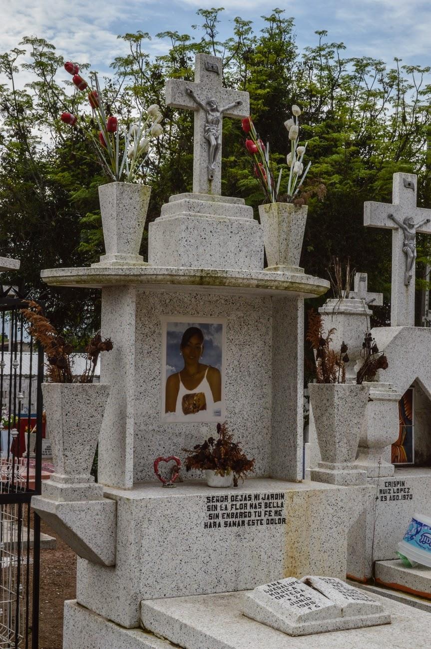 Cementerios de m xico pante n jard n de la cruz la for Cementerio parque jardin la puerta