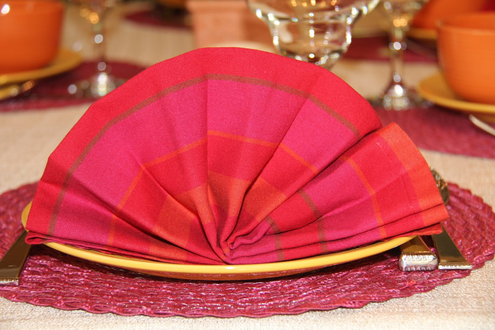 Folding Dinner Table picture on mexican fan how to fancy napkin folding with Folding Dinner Table, Folding Table 8b32a86e6b2dacff376c30cf32be0fc7