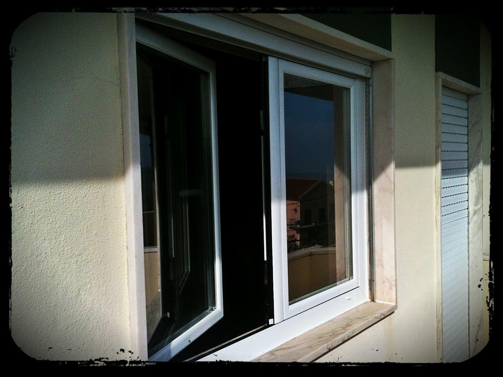 #5B4C3D  assim como a porta principal de entrada em alumínio a imitar madeira 512 Janelas Em Aluminio A Imitar Madeira