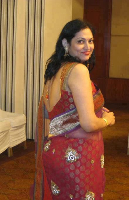 Watch free malayali desi anuty showing phone namber