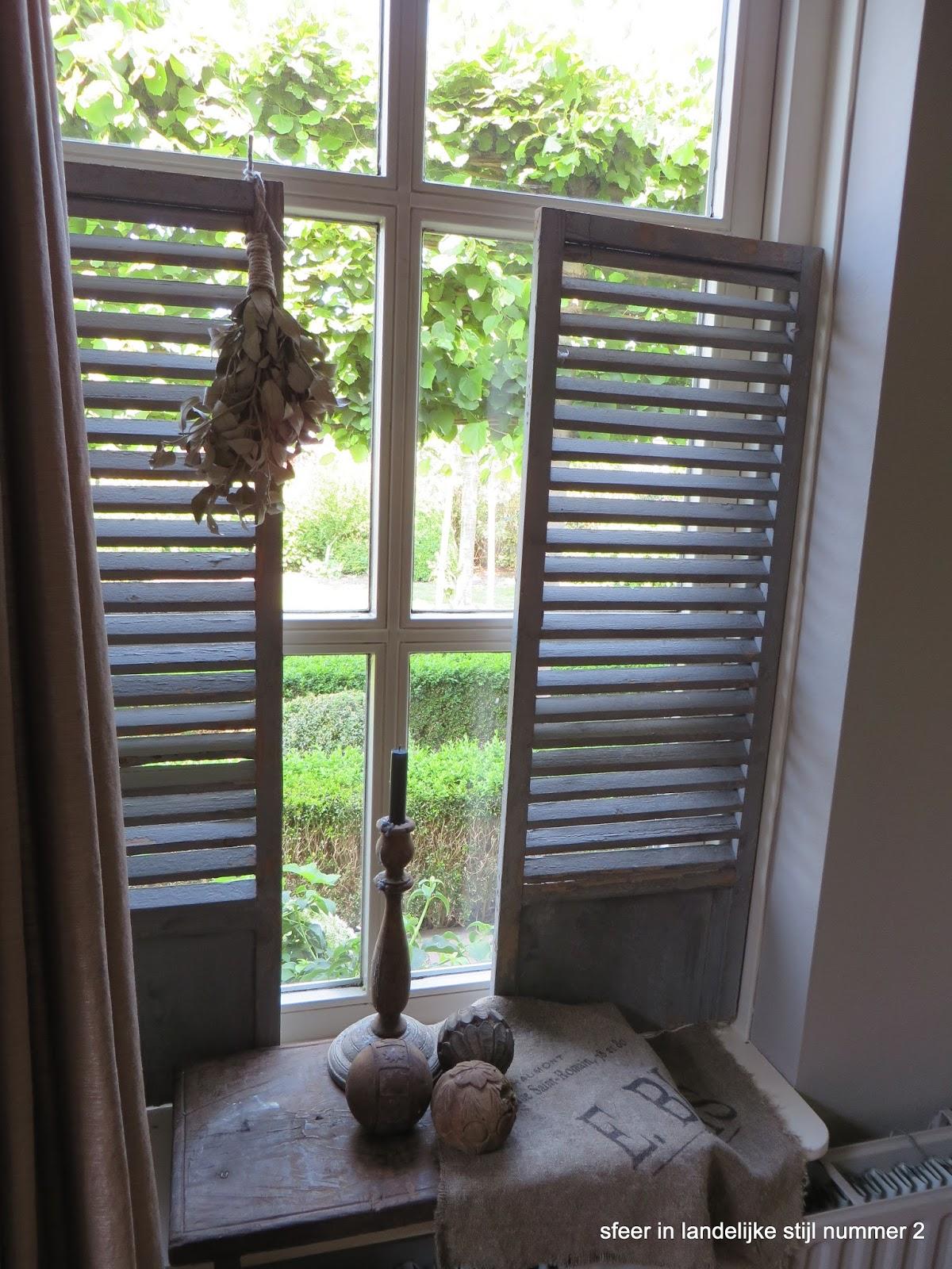 Sfeer in landelijke stijl nummer 2 vraagje luiken for Decoratie raam