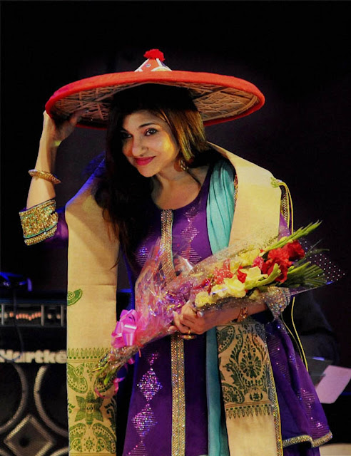 Beautiful Singer Alka Yagnik Wallpaper