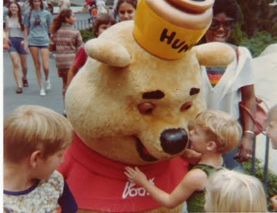 Winnie the Pooh with fan Many Adventures of WInnie the Pooh 1977 animatedfilmreviews.filminspector.com