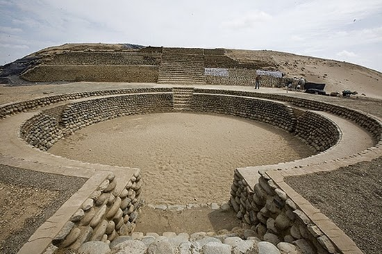 Caral, The Ancient Of Plaza Aged 5500 Years In Peru