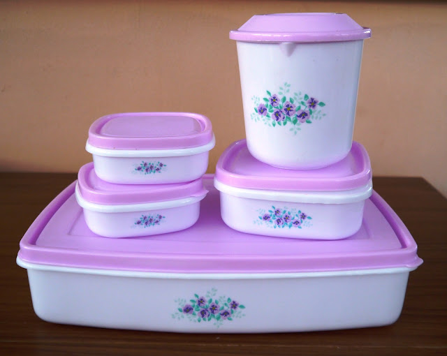 Vintage looking tupperware