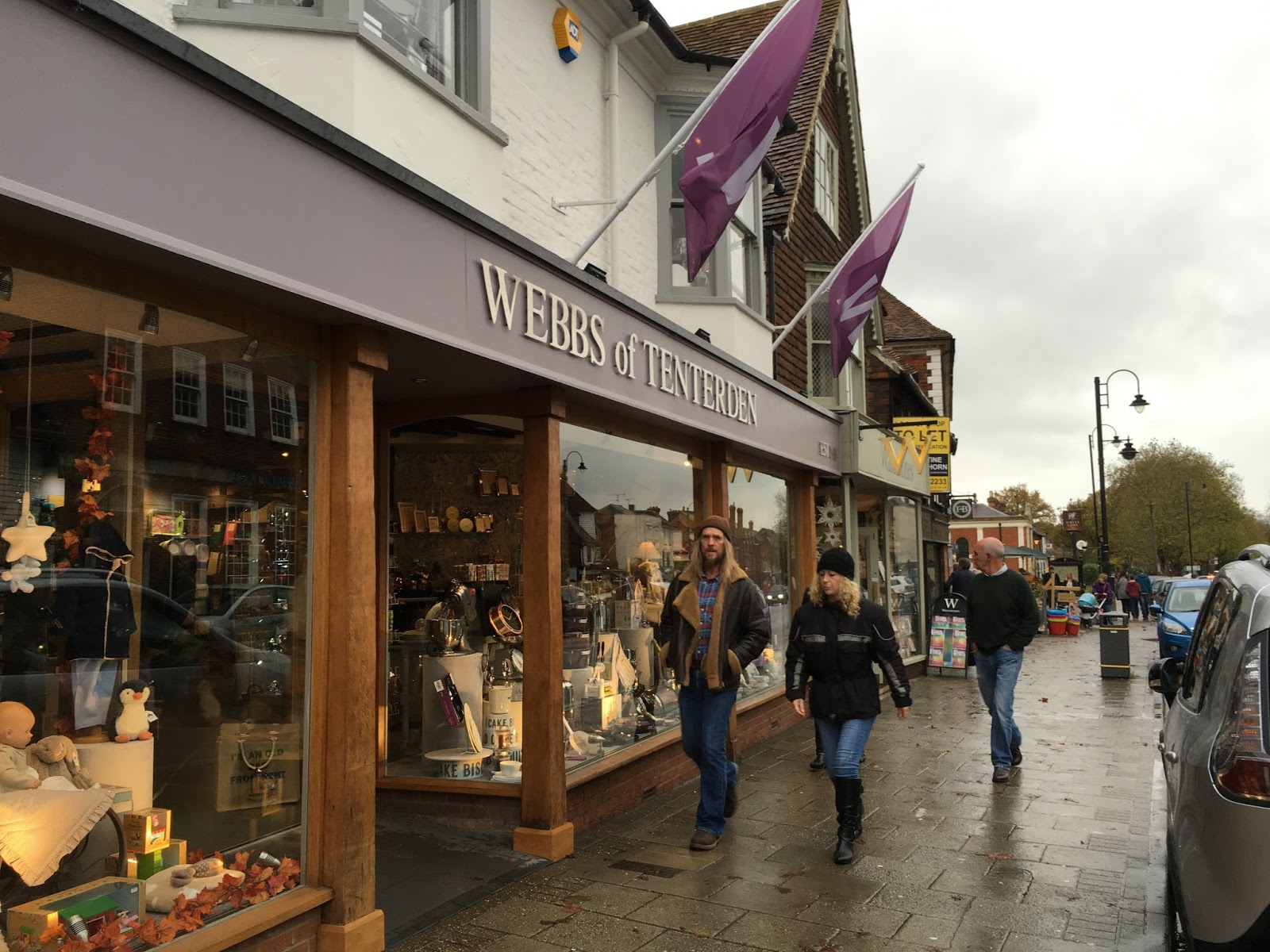 Tenterden has some very classy home and furnishing shops. Probably the best for browsing is Tenterden House Interiors - much sumptuous swag and drapery ... & Tenterden - nice shops on a damp day