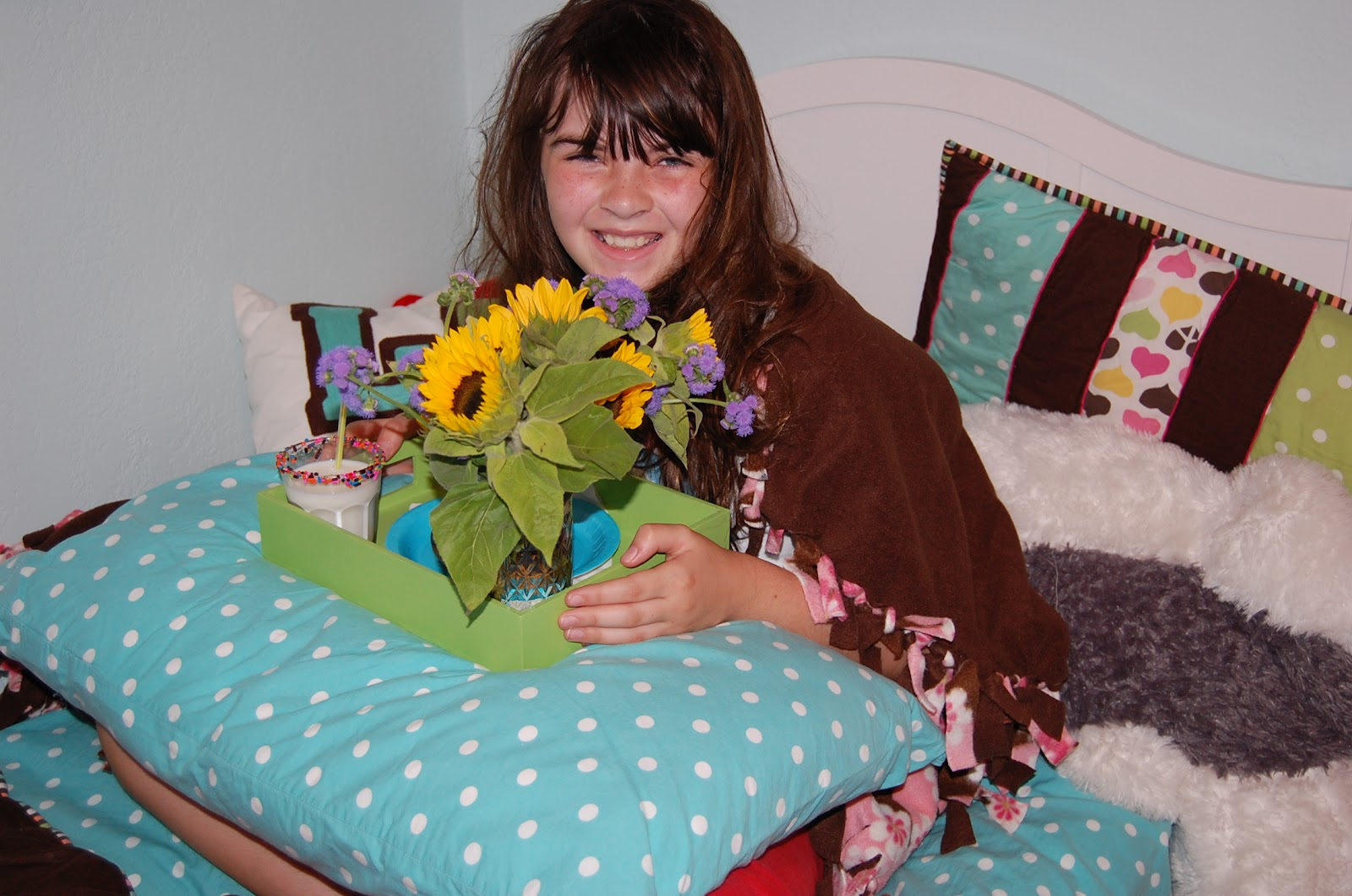 maya 39 s mama breakfast in bed for an 11 year old. Black Bedroom Furniture Sets. Home Design Ideas