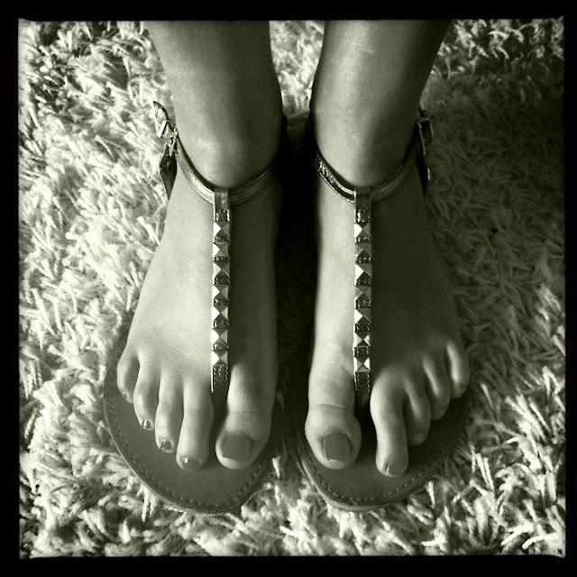 Nieten Zehensandalen mit silbernen Nieten