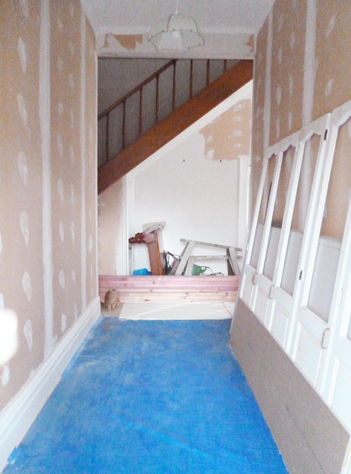 http://2.bp.blogspot.com/-GXFanl3iDrg/T3OcoqpMerI/AAAAAAAABsc/Gdc1PUMBYVw/s1600/Hallway+-+Jack\'s+room2.jpg