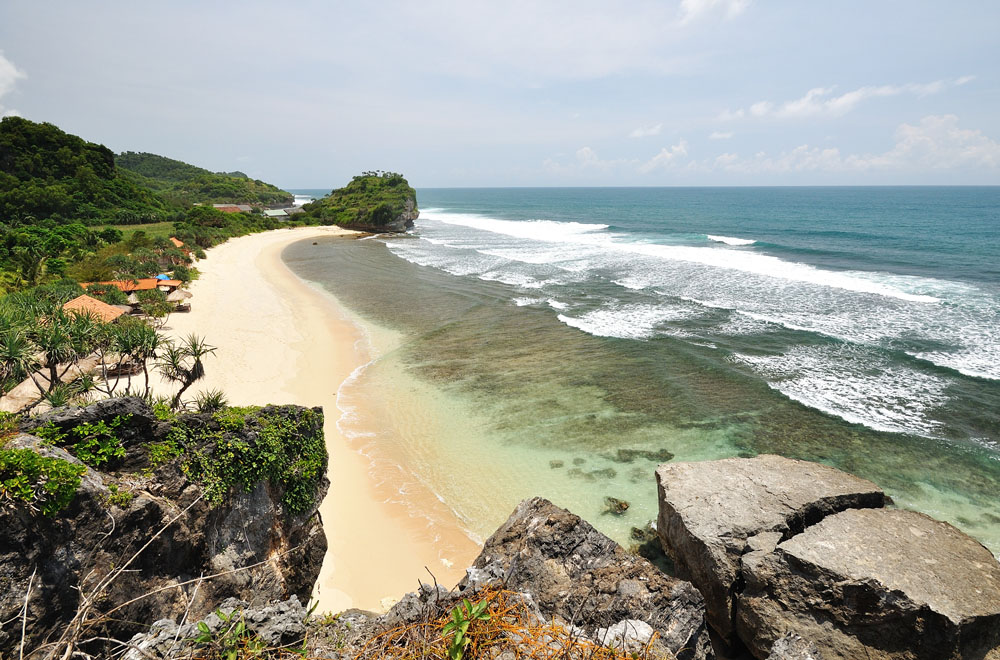 The Beautifulness of Indrayanti Beach \/ Pantai Indrayanti at Gunung Kidul Regency, Jogjakarta