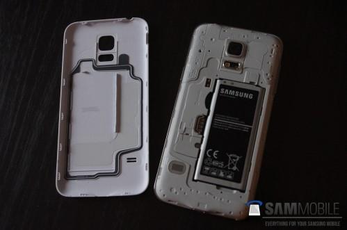 La foto della cover + batteria del Galaxy S5 mini
