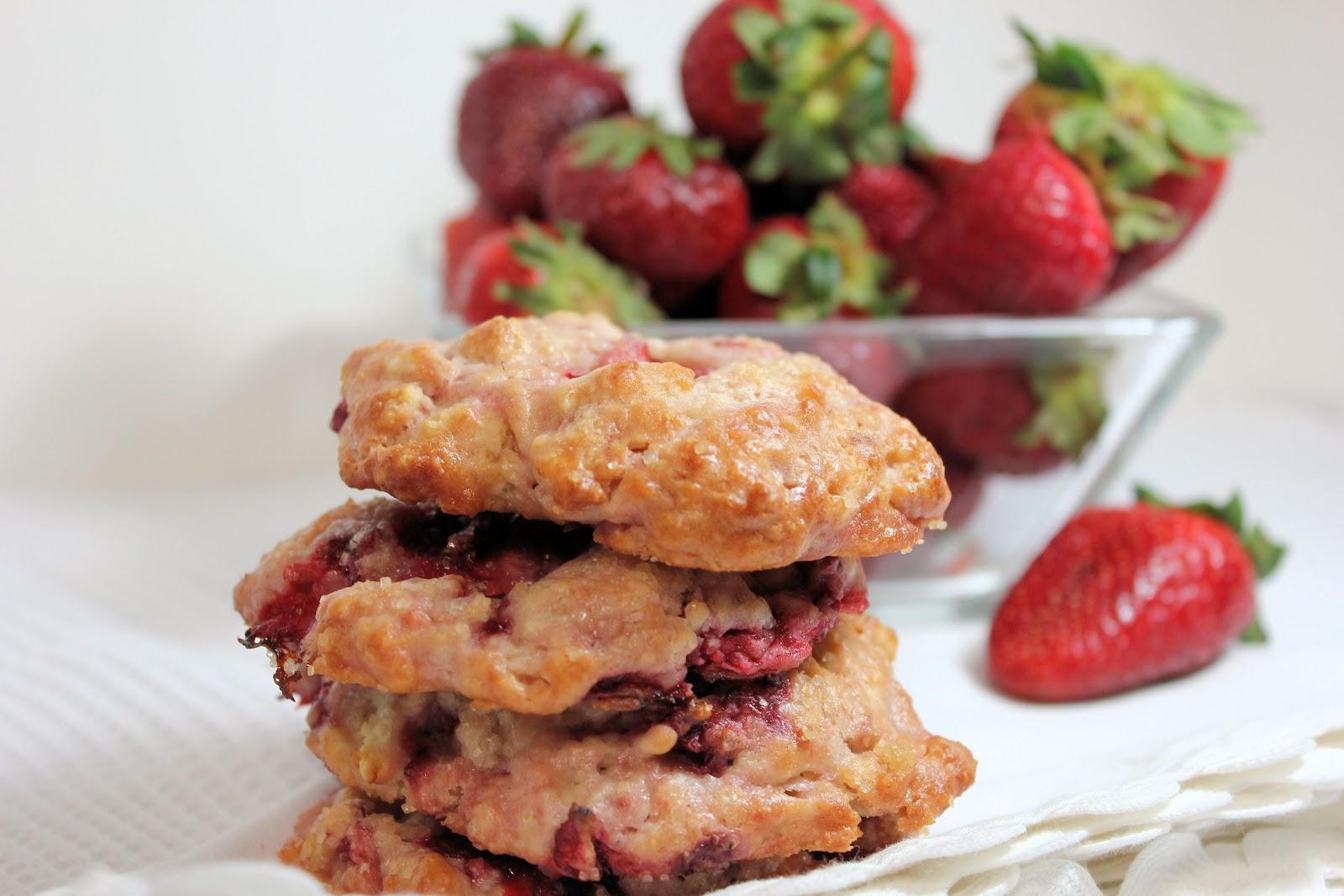 laughingspatula.com: Strawberry Shortcake Cookies
