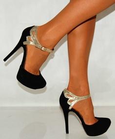 Siyah şık bir ayakkabı