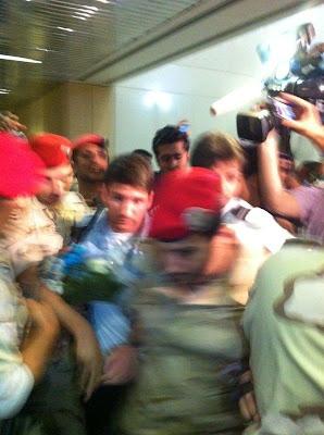 ميسي بقبضة الأمن السعودية مطار