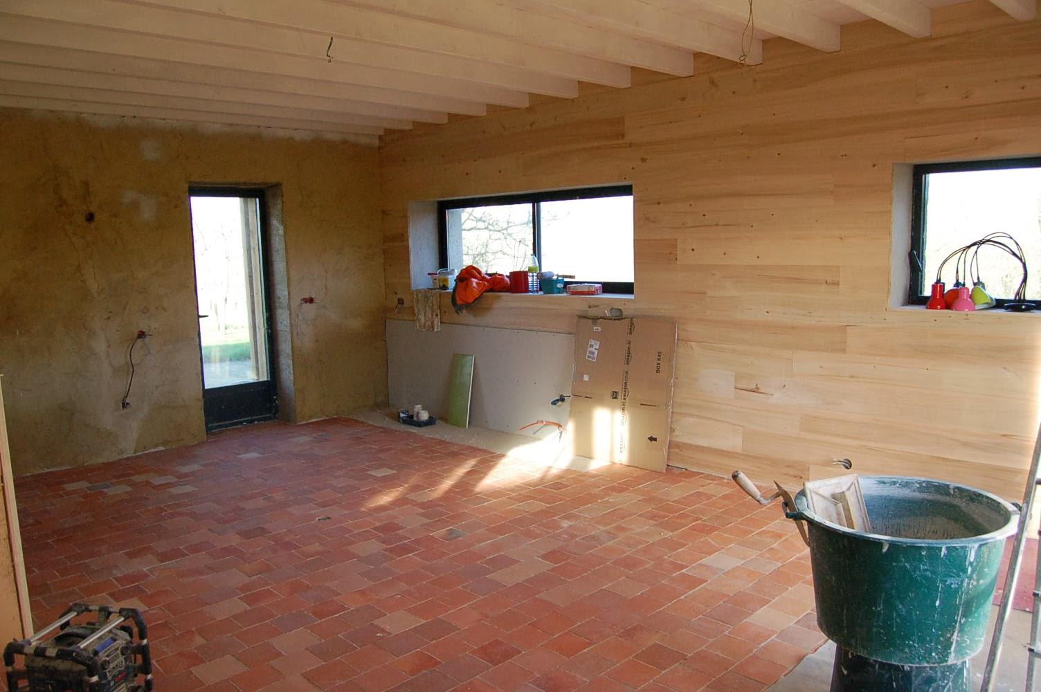 la gremiere en travaux et maintenant place aux enduits chaux sable dans la cuisine pour demain. Black Bedroom Furniture Sets. Home Design Ideas