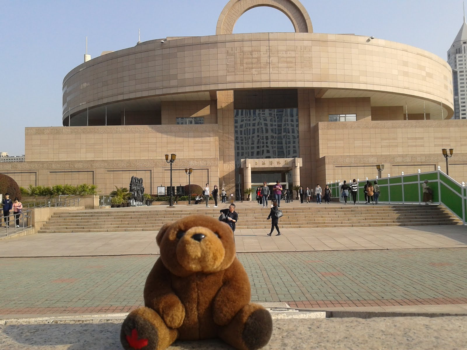 Teddy in front of Shanghai Museum