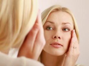 كيف تتخلصين من الخطوط الرفيعة بالجبهة وحول الفم وتحت العين