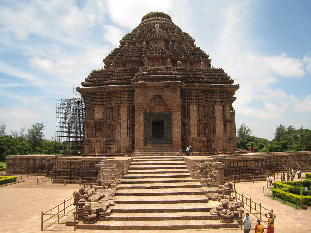 konark temple Konark: konark, historic town, east-central odisha state, eastern india, on the bay of bengal coast it is famous for its 13th-century surya deula (or surya deul), popularly known as the sun.