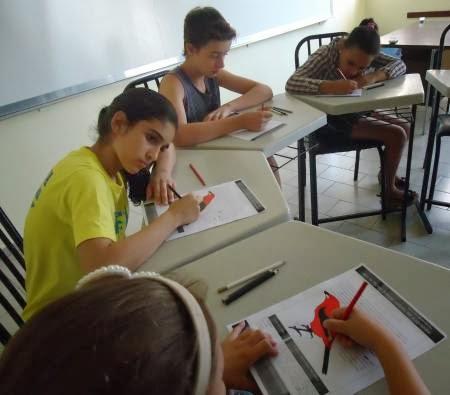 Alunos do Projeto Moenda das Letras escrevem poesia e pintam o Tiê-Sangue.