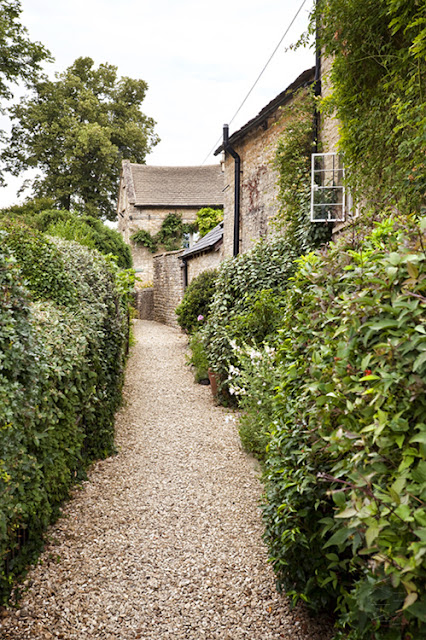 Old lane in the town of Charlbury in the Cotswolds by Martyn Ferry Photography