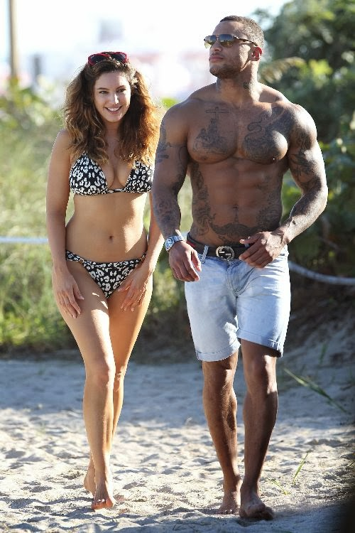 English:Kelly Brook wears a Bikini at Miami January 2, 2014