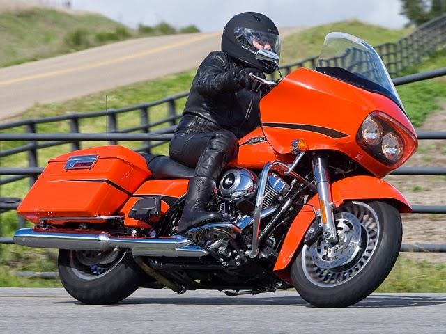 Harley-Davidson FLHRU Road king Classic Photos