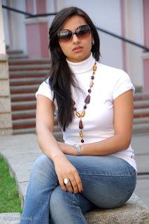 http://2.bp.blogspot.com/-G_52WZwd1gU/TVlGA3zAv9I/AAAAAAAAJBQ/0h9MtAZJ1N8/s320/isha-chawla-new-cute-stills-prema-kavali-007.jpg