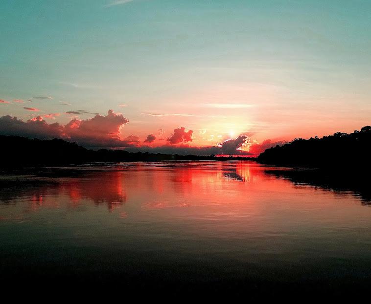 Pôr do sol no rio Purus-Amazonas-Brasil