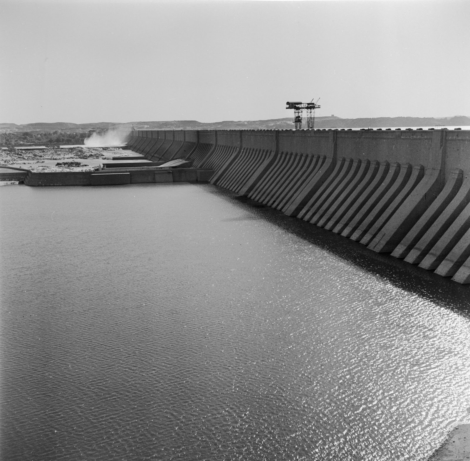 the objectives of the aswan high dam The aswan dam, or more specifically the aswan high dam construction of the high dam became a key objective of the government following the egyptian.
