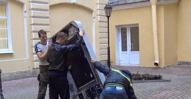 Lí do Nga dỡ bỏ đài tưởng niệm Steve Jobs