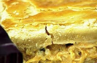 Empadão de frango com queijo cremoso