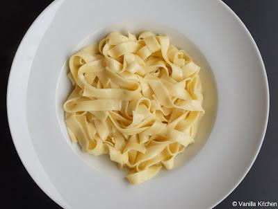 http://noplainvanillakitchen.blogspot.com/2012/01/pastasaucen-xi-fettuccine-alfredo.html