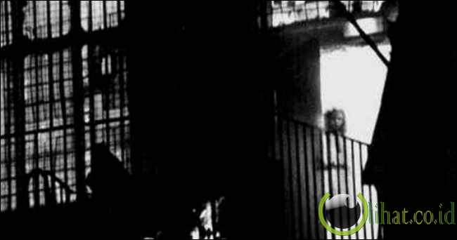 Hantu Gadis di Jendela