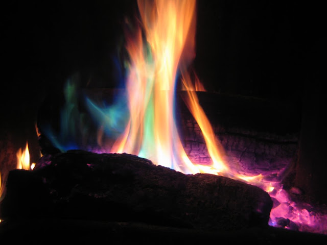 Mengapa nyala api berbeda-beda warnanya Al-Quran sudah dijelaskan