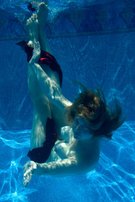 fotografia erik flak modelo elise turner nudez piscina debaixo água