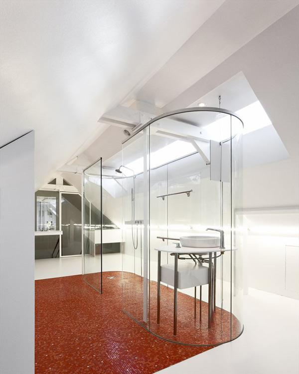 Increu00edble Bau00f1o con paredes de cristal moderno y contemporu00e1neo ...
