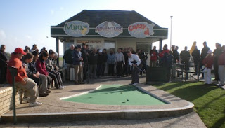 Minigolfer Richard Gottfried playing in the final of the 2009 World Crazy Golf Championships in Hastings