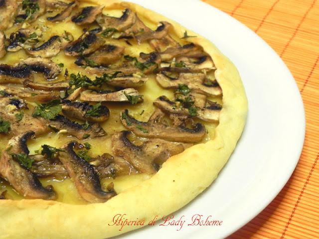 hiperica_lady_boheme_blog_di_cucina_ricette_gustose_facili_veloci_torta_salata_con_champignon_ed_emmenthal_2