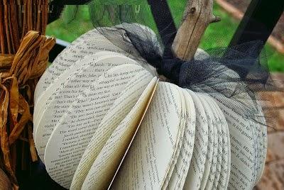 Calabazas con Libros Reciclados