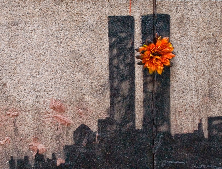 Banksy New York urban art intervention Intervenção urbana mcdonalds 11 september flower