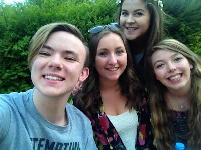 vvibrantsunset.blogger.co.uk-Teen Friends Having Summer Goals