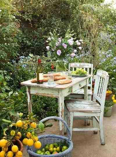 Drewniane meble ogrodowe, meble vintage, stół vintage, krzesła vintage, aranżacja ogrodu