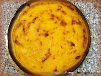 Torta di pasta frolla con pesche e mandorle
