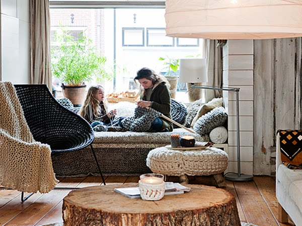 Ręcznie robione wełniane poduszki w domu na kanapie