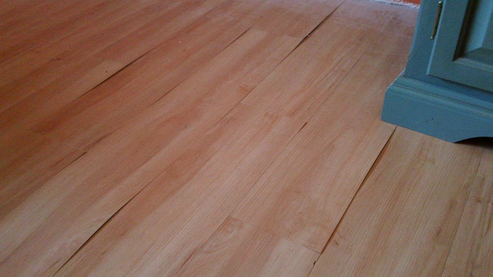 Laminate flooring water leak under laminate flooring for Floating laminate floor